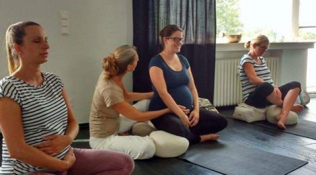 Für Schwangere, Hebammen und YogalehrerInnen